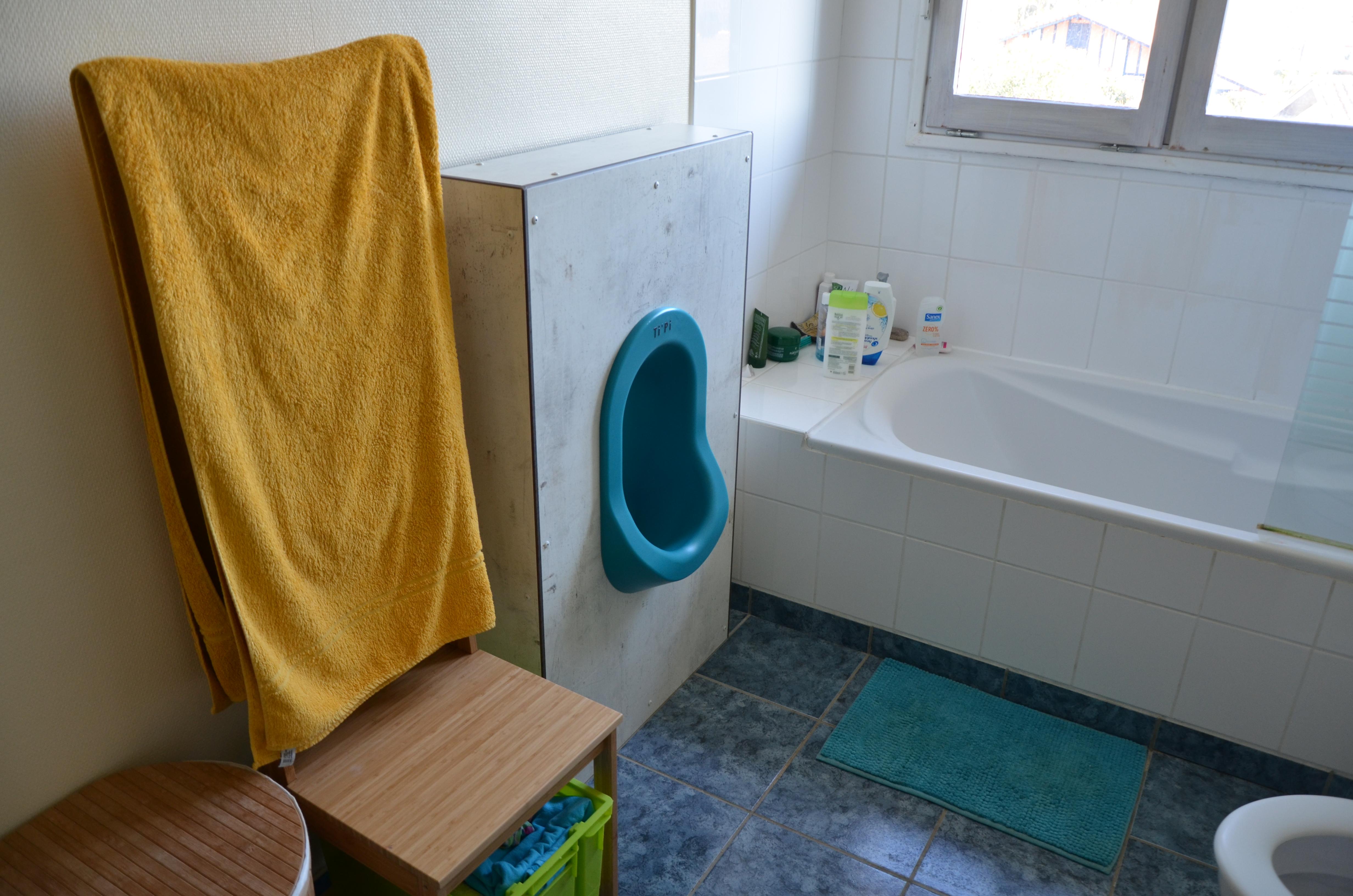 Installer un urinoir sans eau à la maison, un geste économique et écologique.